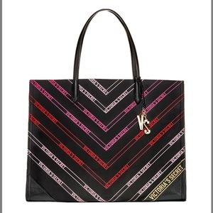VICTORIA'S SECTET BEAUTIFUL LARGE TOTE BAG